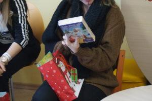 Vaikai buvo apdovanoti knygutėmis ir saldainiais