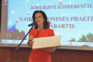 Sveikinimo žodį taria VUL Santaros klinikų direktorė valdymui Aušra Bilotienė Motiejūnienė