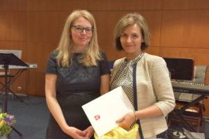 Padėką teikia Sveikatos apsaugos ministerijos viceministrė Kristina Garuolienė