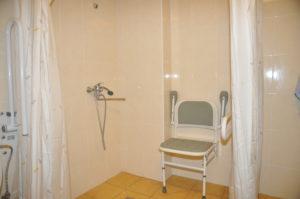 Neįgaliesiems pritaikytos pagalbinės patalpos